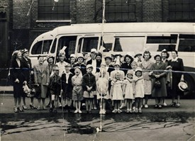 Photo:Lyn Baker and other Covent Garden residents on a childhood day trip.