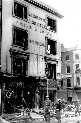 Photo:A bomb hits the Marquis of Anglesey Wine & Spirit store on the corner of Russell Street and Bow Street during the Blitz in 1940