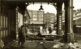 Photo:The days after the market moved from Covent Garden to Nine Elms