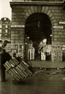 Photo:The market at Bedford Chambers, now the Applestore