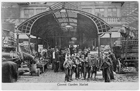 Photo:Children used as casual labour in Covent Garden Market. 1915.