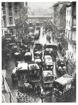 Photo:Russell Street clogged due to the overwhelming traffic into Covent Garden Market, 1900