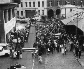 Photo:Residents, architecture students, local government officials, and other interested people gathered in the Piazza to form the Covent Garden Community Association on 1 April 1971.